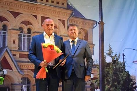 В политических кругах Камышина появился слух, что кандидату в депутаты Облдумы Юрию Корбакову могли помочь «пролететь» единомышленники