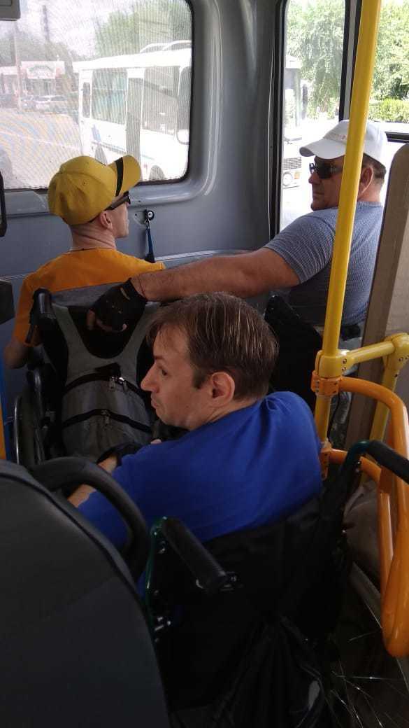 В Камышине инвалиды-колясочники «забастовали» в автобусе 12-го маршрута из-за не оборудованного для перевозки салона