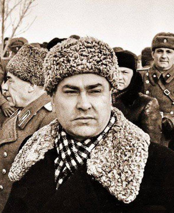 Аэропорт Волгограда теперь носит имя земляка камышан, прославленного летчика Алексея Маресьева