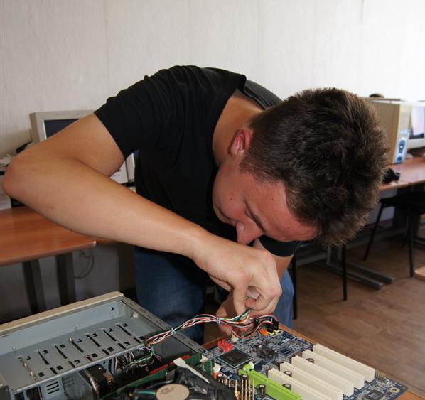 Студент Камышинского технологического института Степан Самуйленков показал себя как ас сборки компьютера