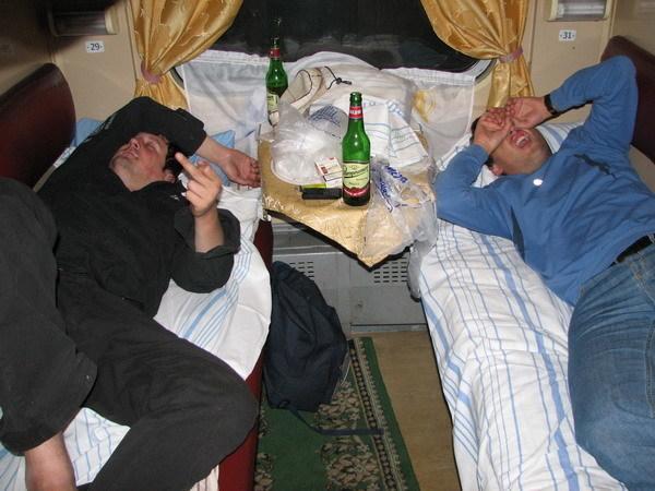 Пассажирка поезда «Саратов-Москва», которым часто ездят и камышане, рассказала, как в купе с верхней полки мочился сосед-путешественник