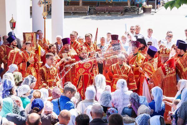 Митрополит Волгоградский и Камышинский Феодор отслужил в Камышине Божественную литургию и посетил центр патриотического воспитания