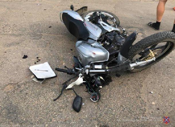Волгоградская область оплакивает школьника, врезавшегося в фуру на скутере