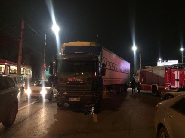 На видео попали последствия страшной аварии с фурой, разметавшей 10 машин, - «Блокнот Волгограда» (ВИДЕО)