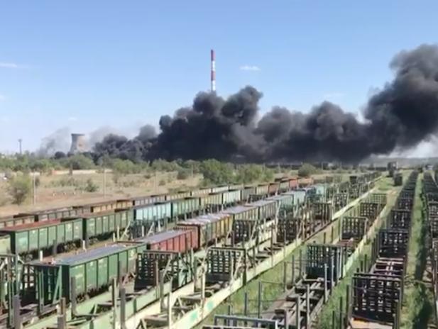 Клубы черного дыма от огня накрыли Волжский