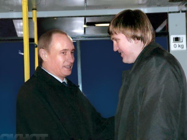В Волжском отметили политическую дату: 11 лет назад город-спутник посещал молодой Владимир Путин