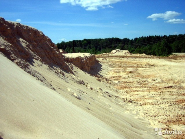 В соседнем с Камышинским Дубовском районе предприимчивый менеджер незаконно торговал песком, угробляя земли сельхозназначения