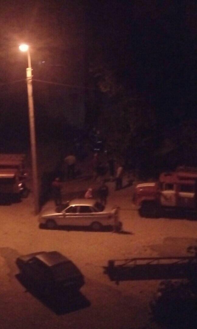В соцсетях появились фото и видео с пожара в высотке в 11 квартале Камышина