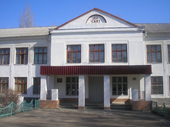 В Камышине саратовец - наблюдатель от КПРФ вырывался из участка в здании бывшей школы №1 параллельно с вызовом «скорой»