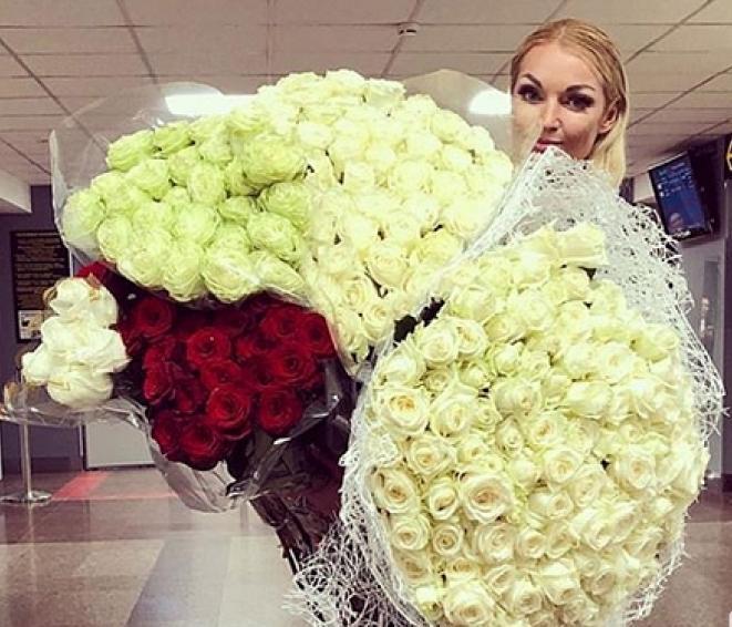 Скандально известная балерина Анастасия Волочкова устроила «розовый рейс» пассажирам борта «Краснодар - Москва»