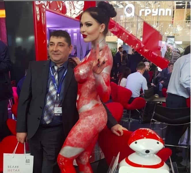 Волгоградский завод «Красный Октябрь» привел на столичную промышленную выставку голую девушку, - «Блокнот Волгограда»