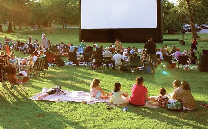 Камышан приглашают смотреть фильмы под открытым небом на траве