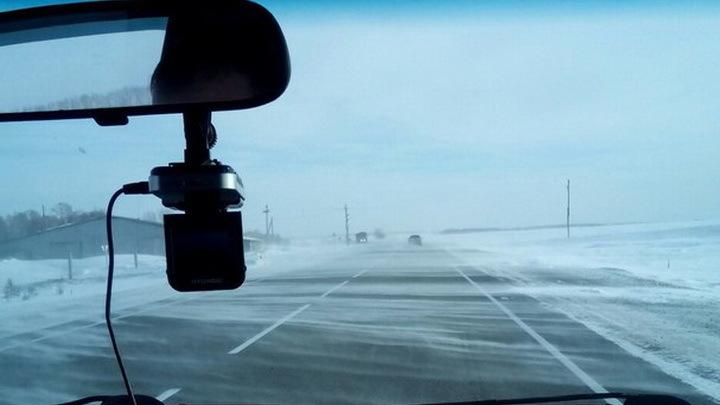 Неменее 100 спецмашин устраняют последствия ледяного дождя натрассах под Волгоградом