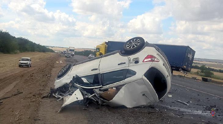 На трассе погиб водитель кроссовера, превратившегося в груду железа