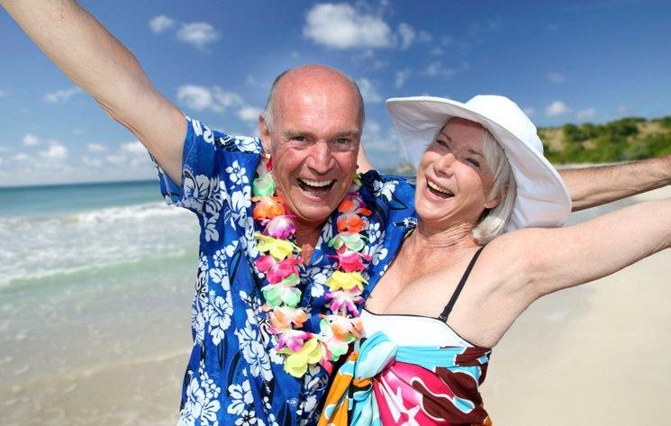 Работодателей хотят обязать посылать работающих пенсионеров бесплатно на курорты