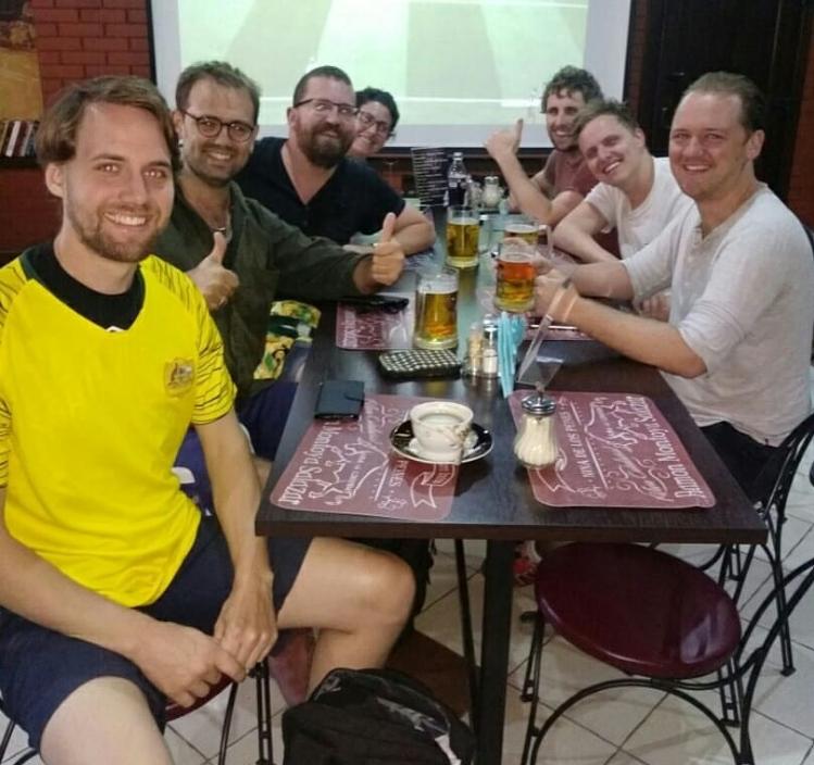 В камышинском бургер-пабе на улице Пролетарской матч ЧМ по футболу посмотрели болельщики из далекой Австралии