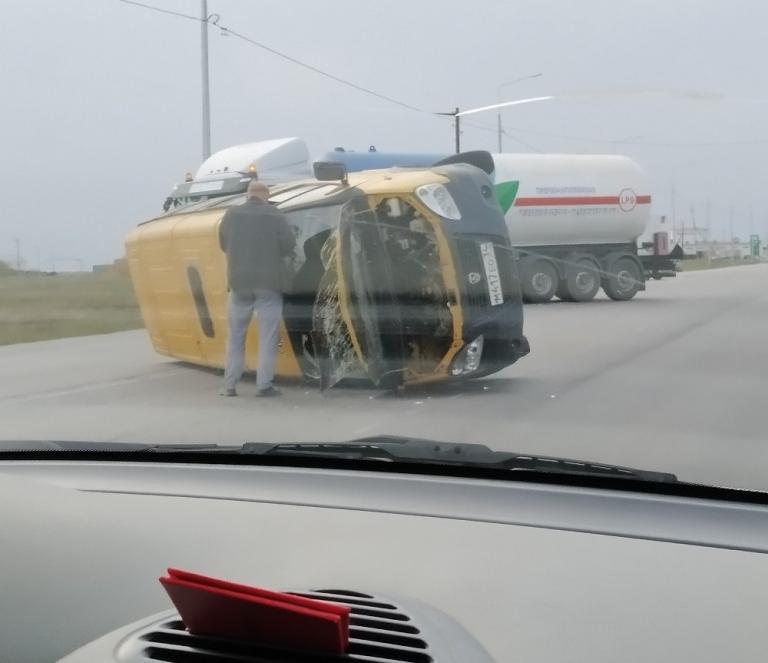 «Пассажиры сидели на земле в шоковом состоянии»: маршрутка перевернулась на трассе, - «Блокнот Волгограда»