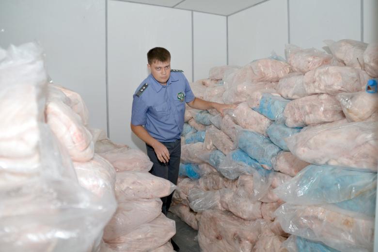 «СВЕТОФОР» в Камышине продавал фарш и полуфабрикаты из свинины без документов