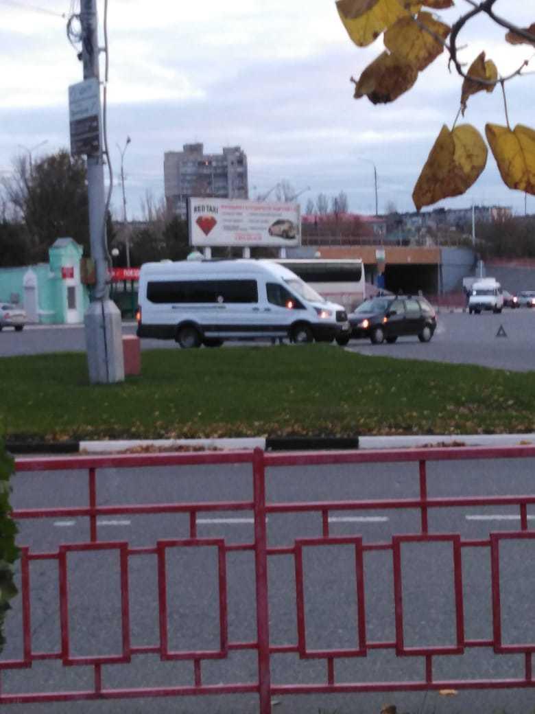 В Камышине утро началось с аварии, в которую попал рейсовый автобус