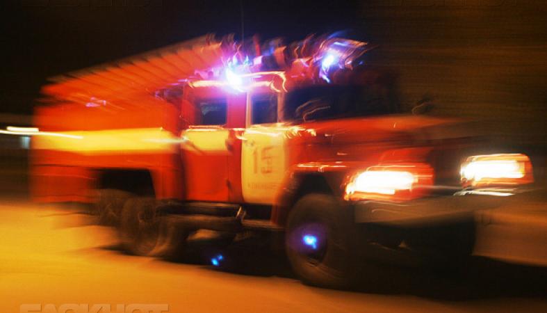 В Камышинском районе из-за ДТП на ходу вспыхнул и полностью сгорел автомобиль