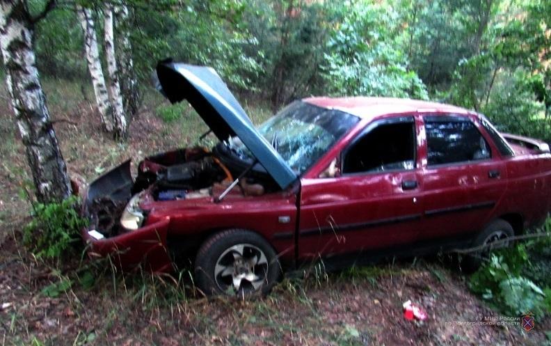 Два серьезных ДТП с четырьмя пострадавшими устроили молодые водители, врезавшиеся в деревья