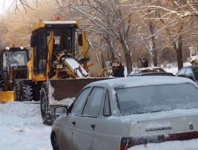 Администрация Камышина просит владельцев авто не парковать машины на пути снегоуборочной техники
