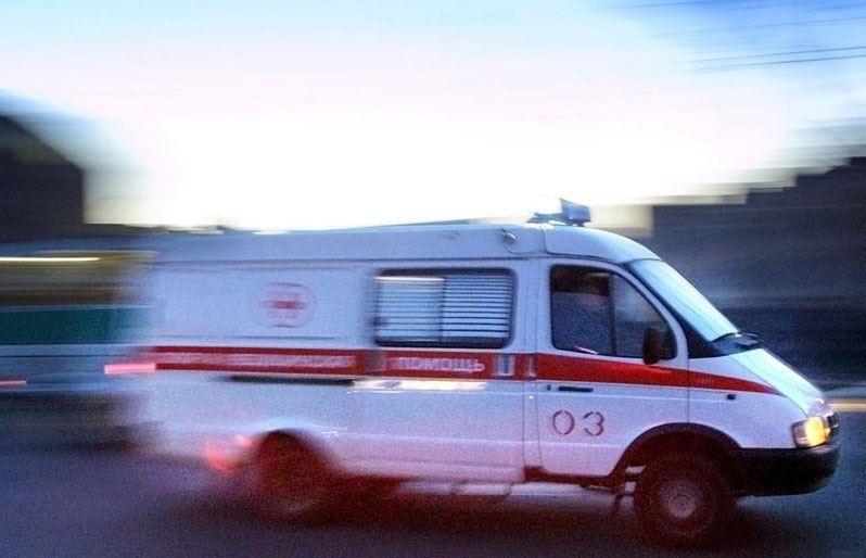 Ночью в перевернувшейся отечественной легковушке переломали себе руки и ноги пятеро молодых людей