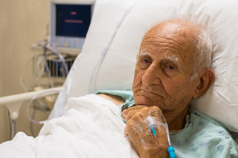Государство решило подкинуть пенсионерам по 20 тысяч рублей в год на лечение