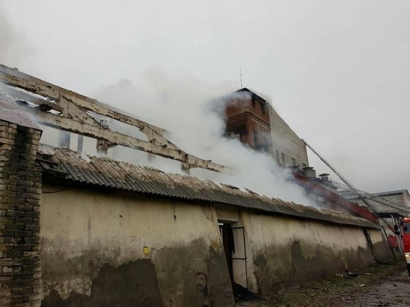В Волгоградской области сгорела большая часть  склада маслоэкстракционного завода