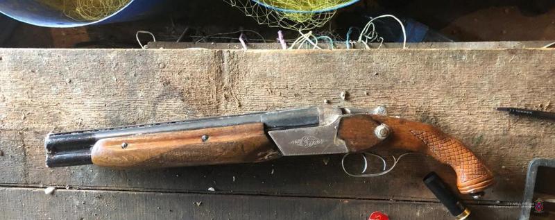 Оперативники заинтересовались «умельцем», переделавшим ружье в обрез