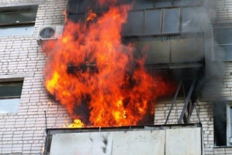В Камышине на улице Пролетарской загорелся балкон