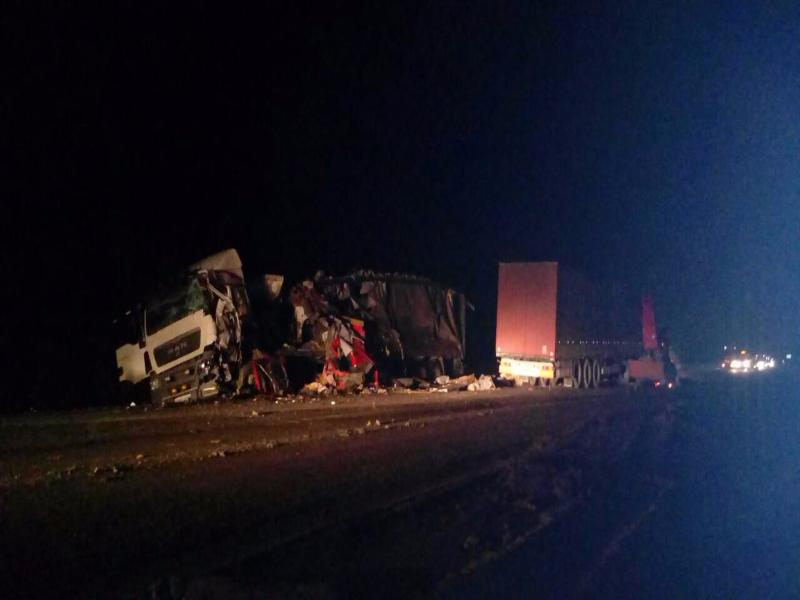 Страшнейшее столкновение двух фур под Камышином привело к гибели водителя