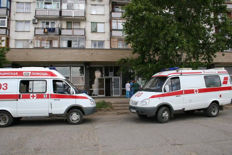 «Из-за этой глупой халатности умер человек»: водители Камышина выселяют с парковки «скорую помощь»: портал V1.RU