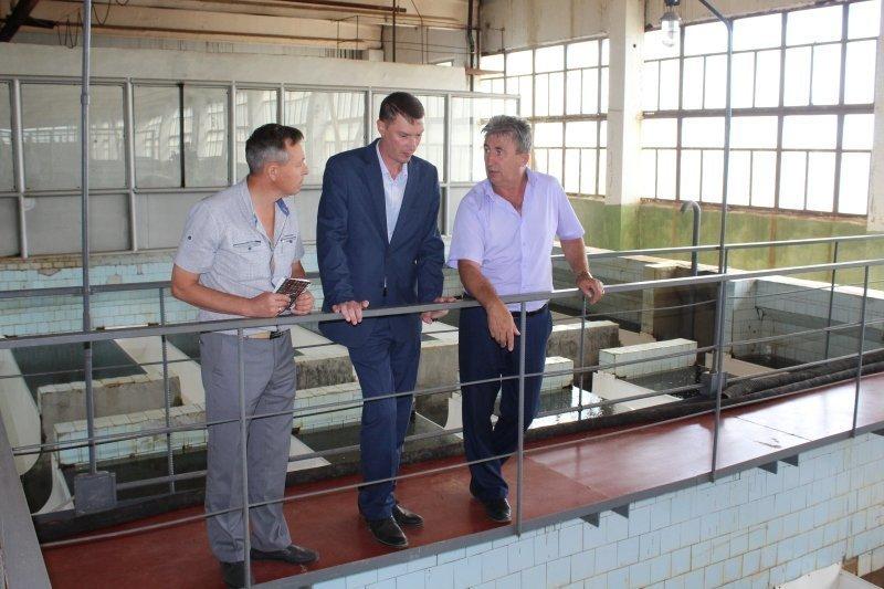 Исполняющий обязанности главы Камышина Дмитрий Резвов удостоверился: камышане пьют то, что надо