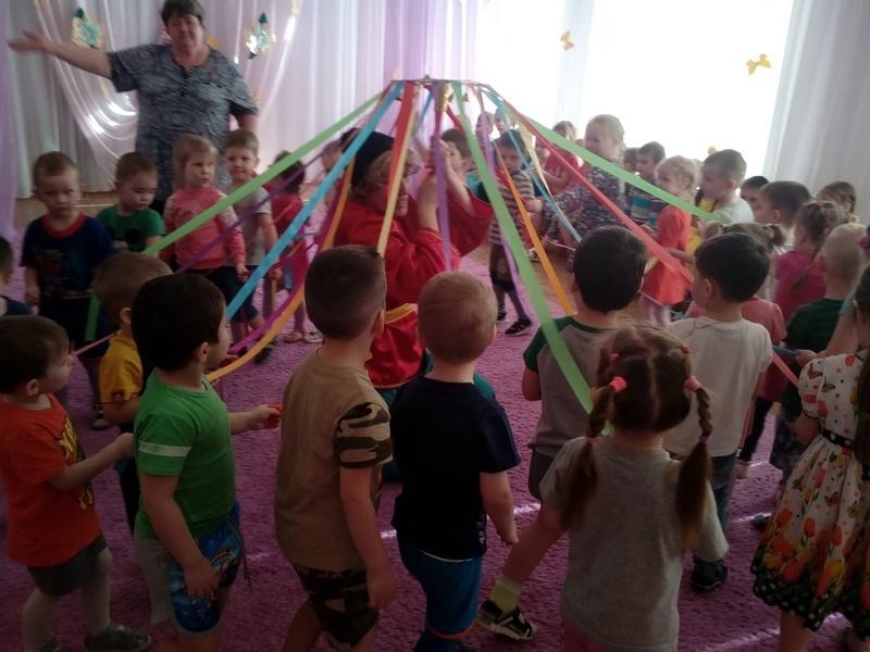 Воспитательница камышинского детсада прорвалась на федеральный телеканал, пока боролась против незаконного увольнения