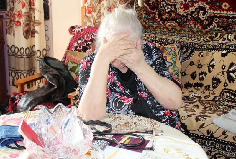 Обманутая негодяями камышинская пенсионерка, как заправская авантюристка, вышла ночью на контакт с курьером