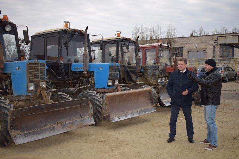 Глава Камышина Станислав Зинченко «принял парад» снегоуборочной техники города у своего родственника