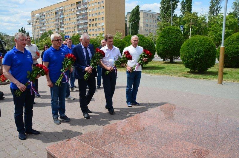 Представители Росавтодора почтили память легендарного советского летчика Алексея Маресьева в Камышине