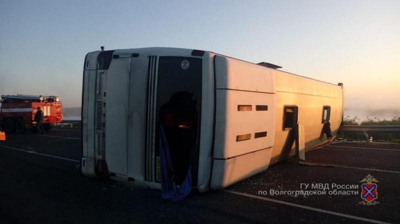 Кошмарная авария с перевернувшимся пассажирским автобусом случилась сегодня на московской трассе