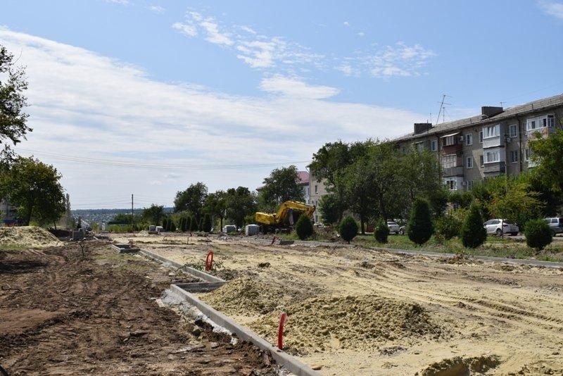 Власти Камышина обещают в процессе реконструкции улицы Терешковой предусмотреть вместительную парковку у центральной городской больницы