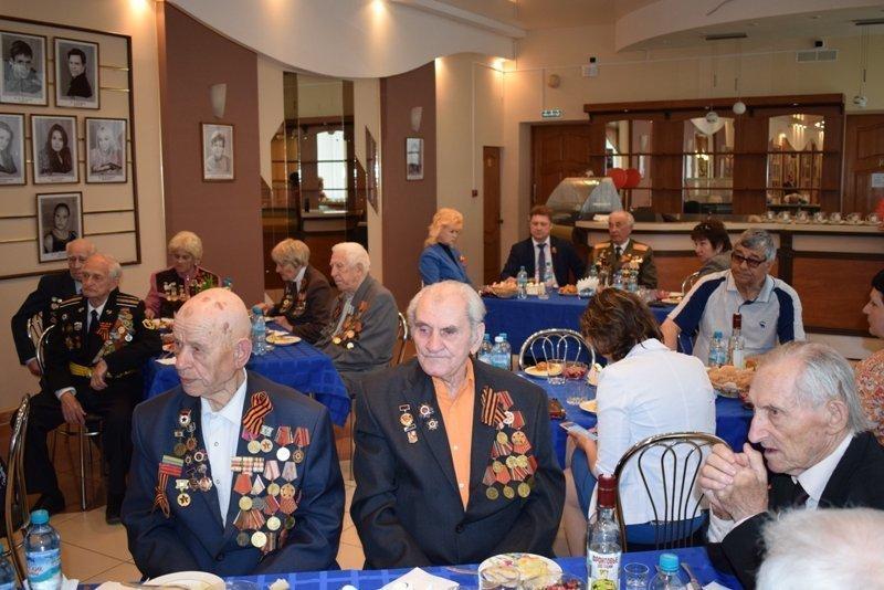 Главы Камышина вместе с ветеранами хором спели «День Победы»