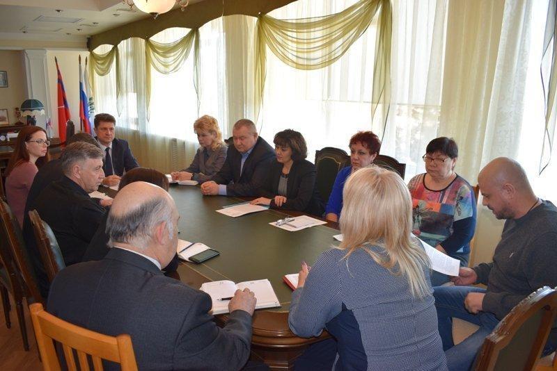 Глава Камышина Станислав Зинченко распорядился бороться с наркотиками статьями, графиками и закрашиванием надписей на домах