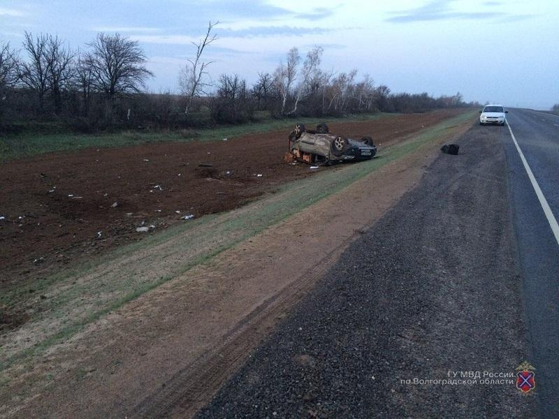 Водитель чудом выжил, перевернувшись на «Ладе-Ларгусе» недалеко от границы Камышинского района
