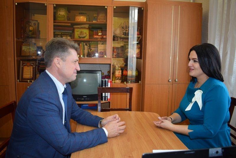 Ведущие камышинские стилисты отметили безупречный вкус в одежде и макияже депутата камышан в Госдуме Анны Кувычко