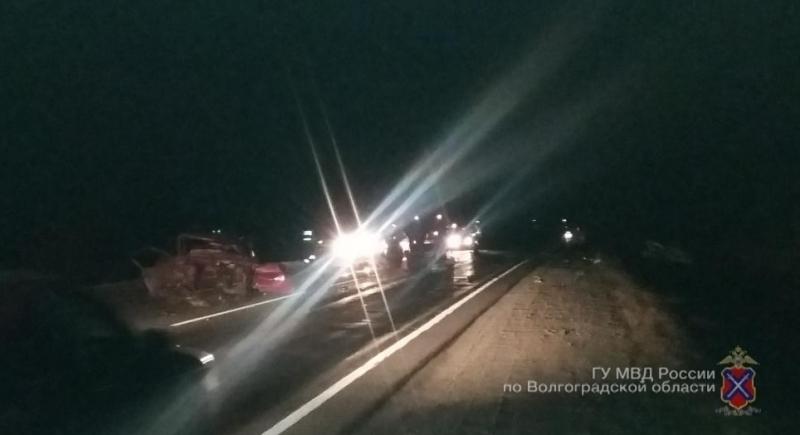 При столкновении четырех машин под Волгоградом умер человек. Шестеро в клинике