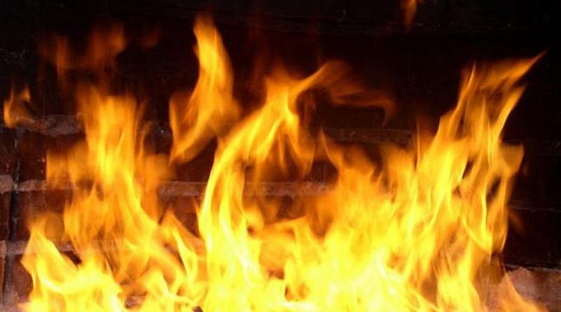 В городе Петров Вал Камышинского района сгорел заброшенный ларек