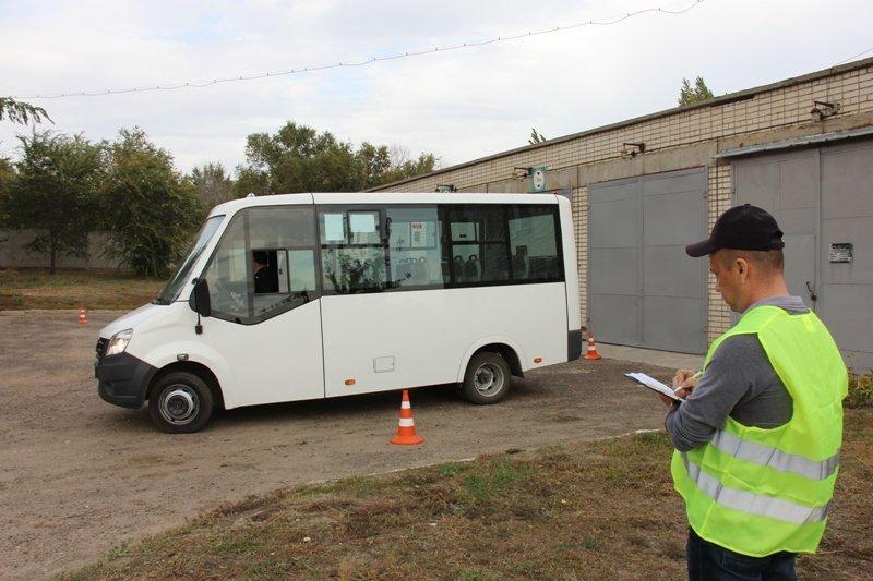 Водители муниципальной автоколонны Камышина посоревновались, кто лучше водит газели «Next» и автобусы «ПАЗ»