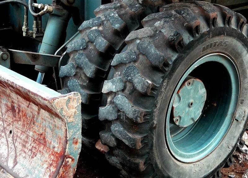Захлебнувшуюся двухлетнюю малышку нашли в колесе трактора, - «Блокнот Волгограда»