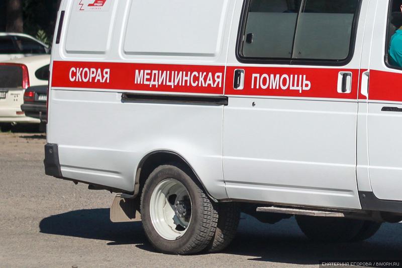 На московской трассе отечественная легковушка «толкнула» иномарку в КАМАЗ