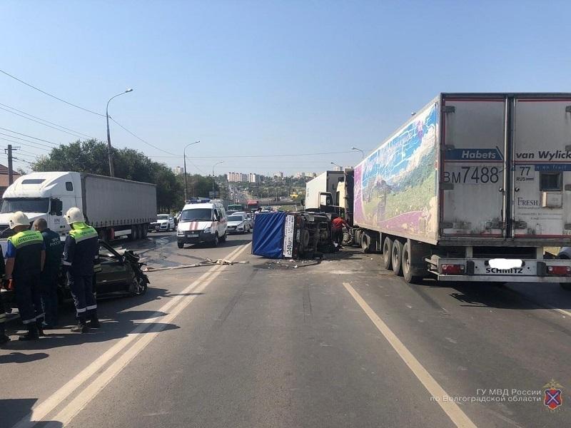 Стали известны подробности аварии с 5 машинами в Волгограде
